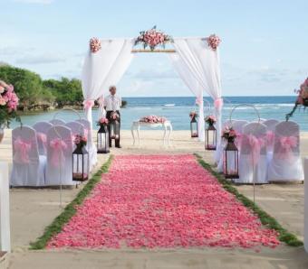 Courtyard by marriott soft pink wedding theme