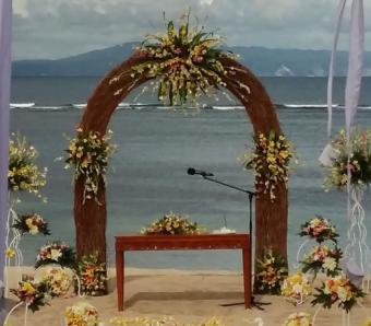 Beach wedding Nusa dua - arch flower