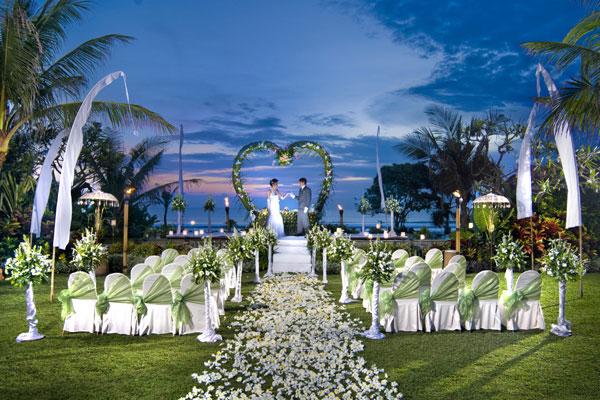 Bali padma deluxe wedding package bali shuka wedding wedding venue bali padma presidential suite grass lawn ceremony junglespirit Images
