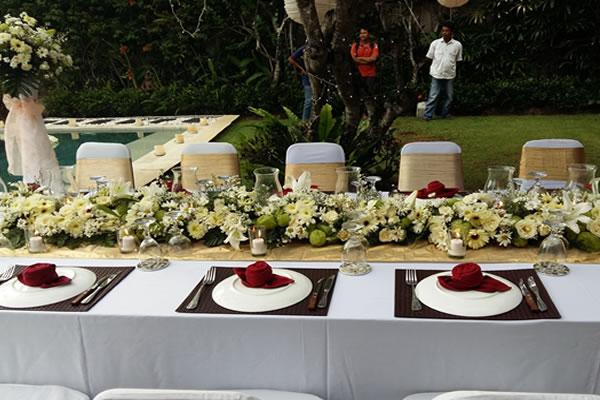 Villa sanctuary intimate wedding package bali shuka wedding flower centerpiece bridal table junglespirit Choice Image