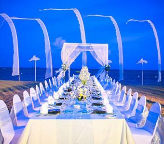 Grand Mirage beach wedding dinner