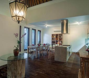 Villa Avalon III annex dining and bar area canggu
