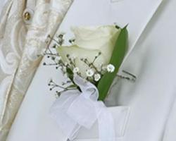 groom boutoniere