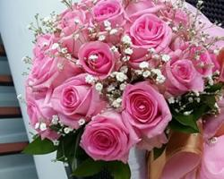 round rose and baby breath bouquet