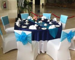 White and blue table set up