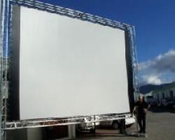 screen with rigging