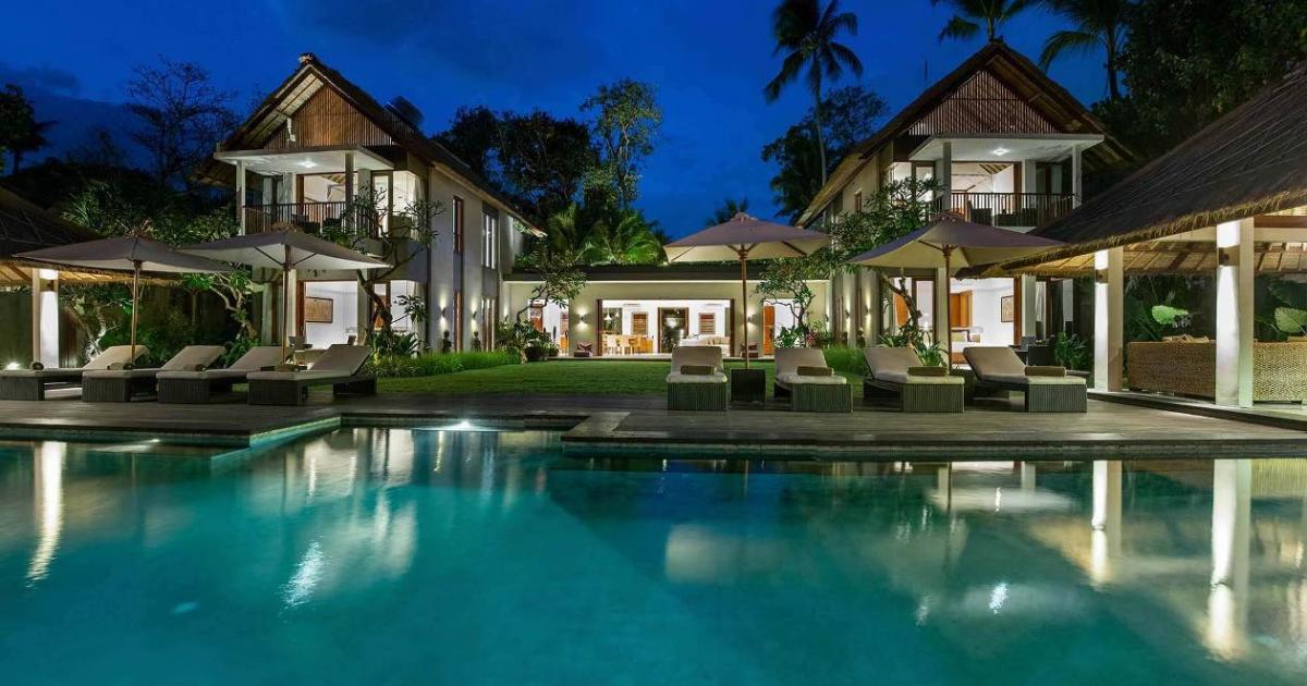 Seseh Beach Villa 1 The Villa at Night